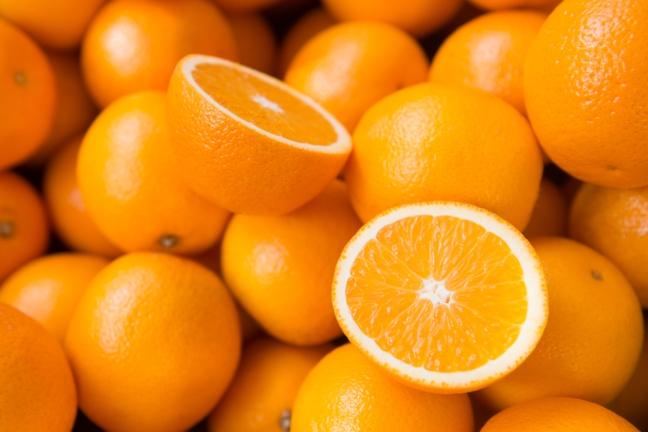 Abbildung von frischen ORangen, viele gleiche Orangen erschweren die Wahl der richtigen