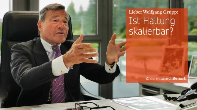 Wolfgang Grupp an seinem Schreibtisch im Gespräch mit menschmark zu Employer Standing